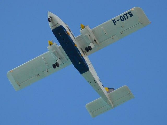 Islander (F-OIJS) (8325582557)
