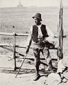 Italienischer Photograph - Ein Hirte in der Campagna, im Hintergrund die mittelalterliche Torre Selce (Zeno Fotografie).jpg