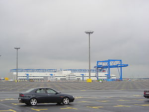 JadeWeserPort - The Nordfrost terminal building. The crane in front of the building is one of five cranes of the goods station