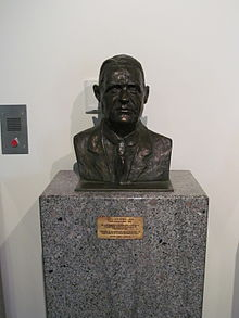 J S Battye bust at Battye Library.jpg