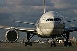JapanAirlines B777-200 fukuoka 20050101161848.jpg
