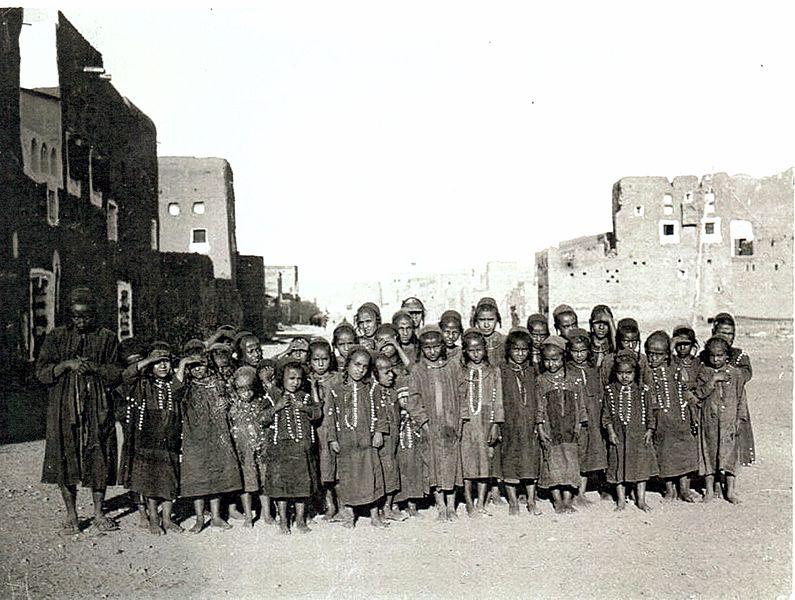 File:Jewish children in Sana'a, Yemen, circa 1909.jpg