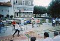 Joven jugando al pasabolo tablon en ampuero.jpg