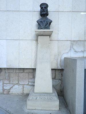 Juan del Encina - Bust of Juan del Enzina in León