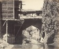 KITLV 100425 - Unknown - Old bridge with shops on the Mark Anal at Srinagar in Kashmir in British India - Around 1870.tif