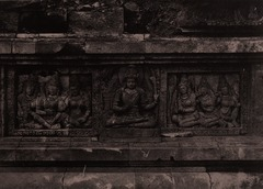 KITLV 155201 - Kassian Céphas - Reliefs on the terrace of the Shiva temple of Prambanan near Yogyakarta - 1889-1890.tif