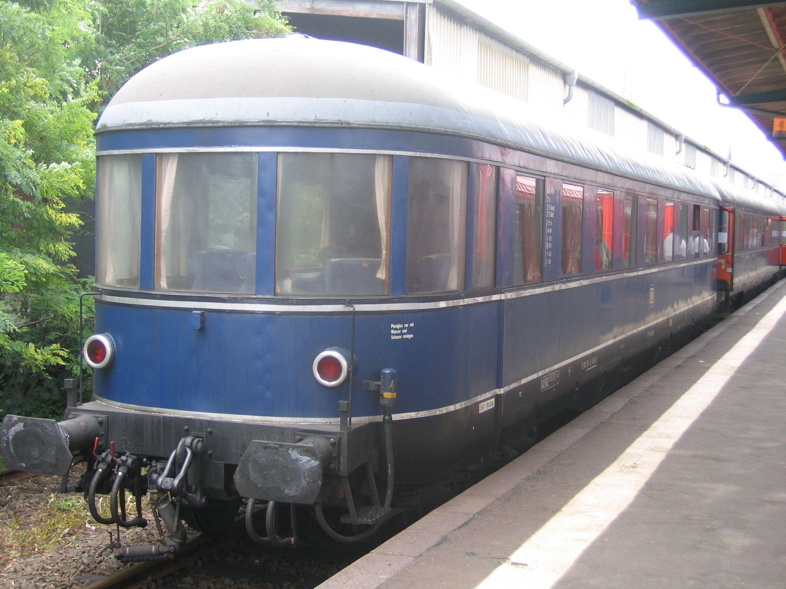 [Bild: 2560px-Kanzelwagen_Henschel-Wegmann-Zug_3.jpg]