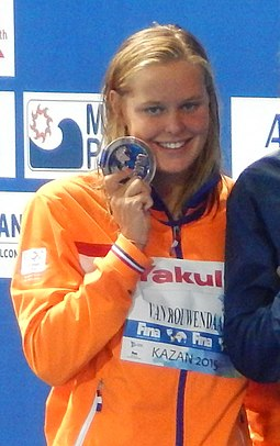 Kazan 2015 - Victory Ceremony 400m freestyle W (cropped1).JPG