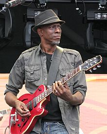 Keb Mo with Hamer guitar 26Jun2010.jpg