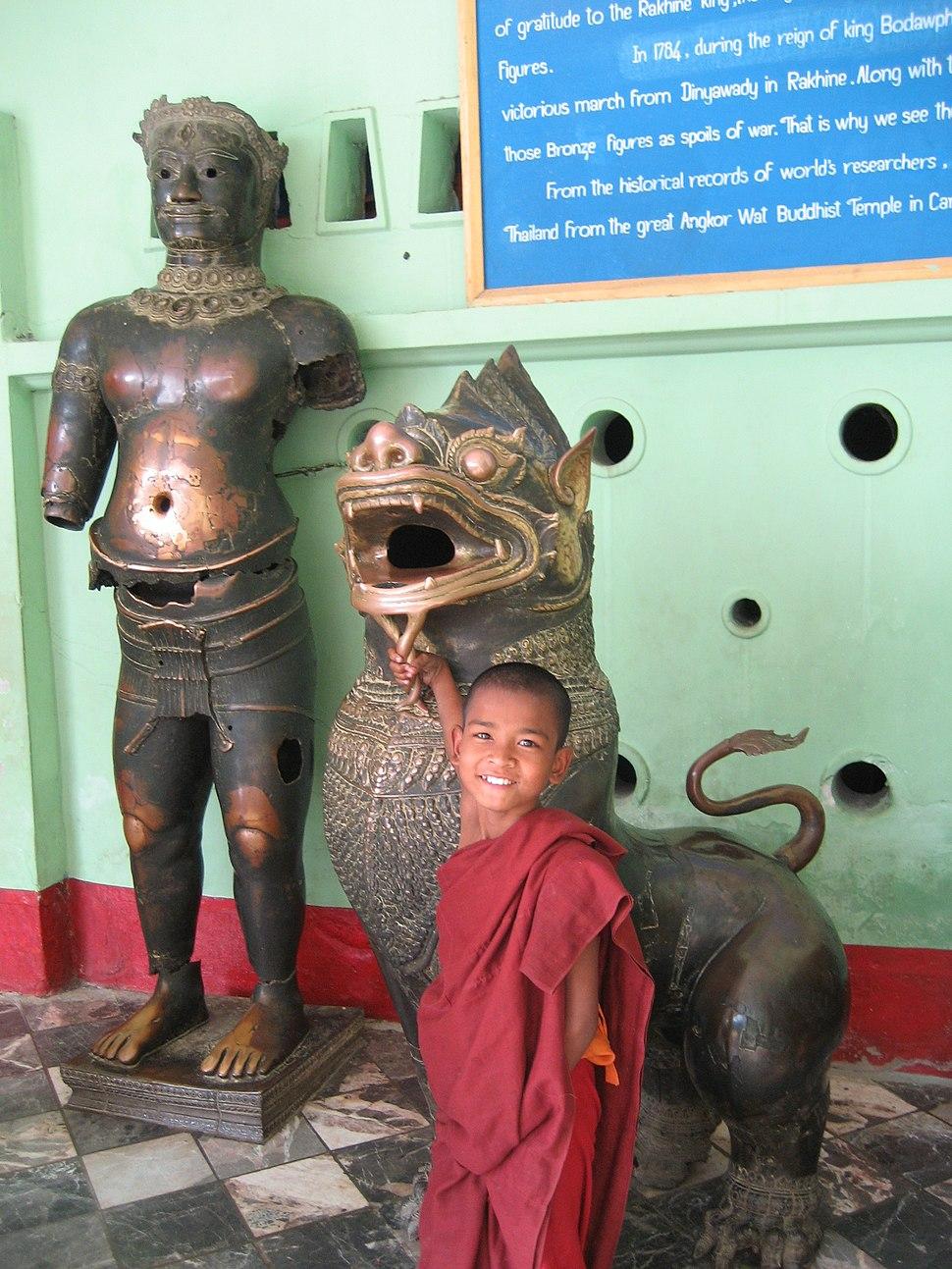 Khmer bronze at Mahamuni