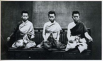 Khmer people - Upper class Khmer ladies in the 1800s.