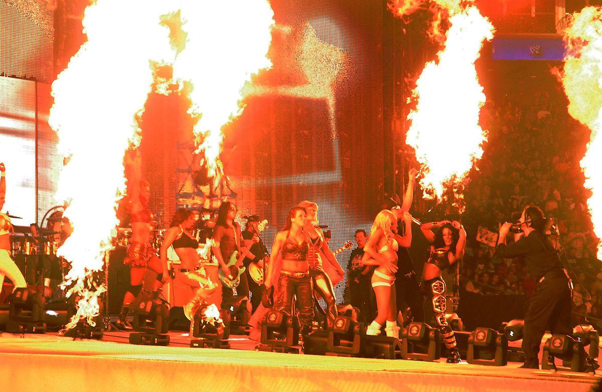 FileKid Rock and the WWE Divas 30.jpg   Wikimedia ...