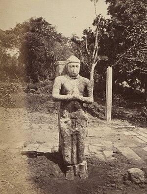Bhatikabhaya Abhaya of Anuradhapura - An 8 feet high stone statue of Bhatikabhaya Abhaya facin the Ruwanwelisaya