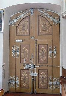 Tür Der Pfarrkirche St. Gallus Und Ulrich In Kißlegg Mit Einsatztür,  Zahlreichen Funktionellen Beschlägen Und Fassung (Bemalung)