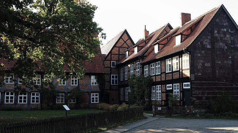 File:Kloster Wienhausen Nachbarn 8920.jpg
