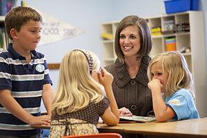 Kristin Olsen - Olsen visiting a school classroom