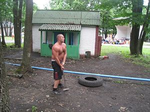 Fedor Emelianenko - Emelianenko training with a hammer in 2009