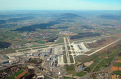 Vista aérea del aeropuerto de Zürich.