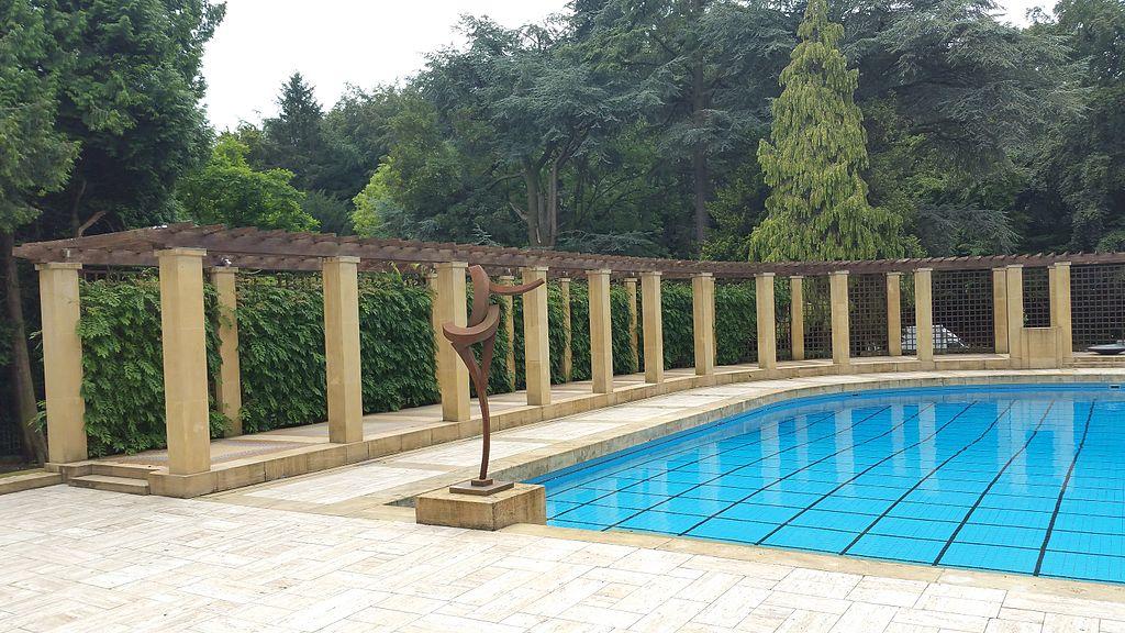 La piscine de la Villa Empain