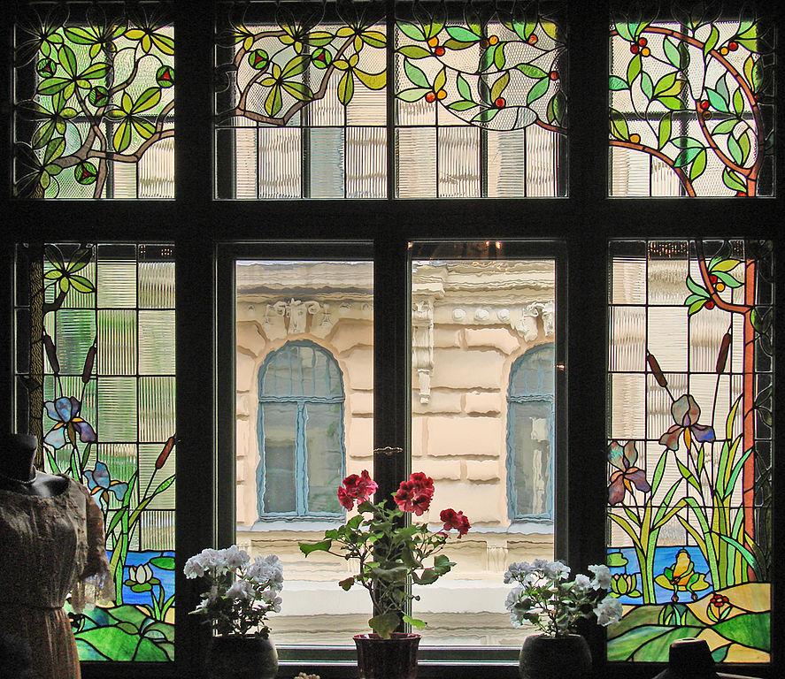Musée d'art nouveau de Riga : La fenêtre de la salle à manger donnant sur la rue Alberta - Photo de Jean-Pierre Dalbéra