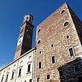 La torre del Lamberti tra le nuvole - panoramio.jpg