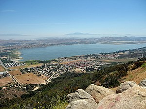English: View of Lake Elsinore and surrounding...