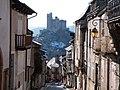 Le château vu de la rue du Barriou (Najac).jpg