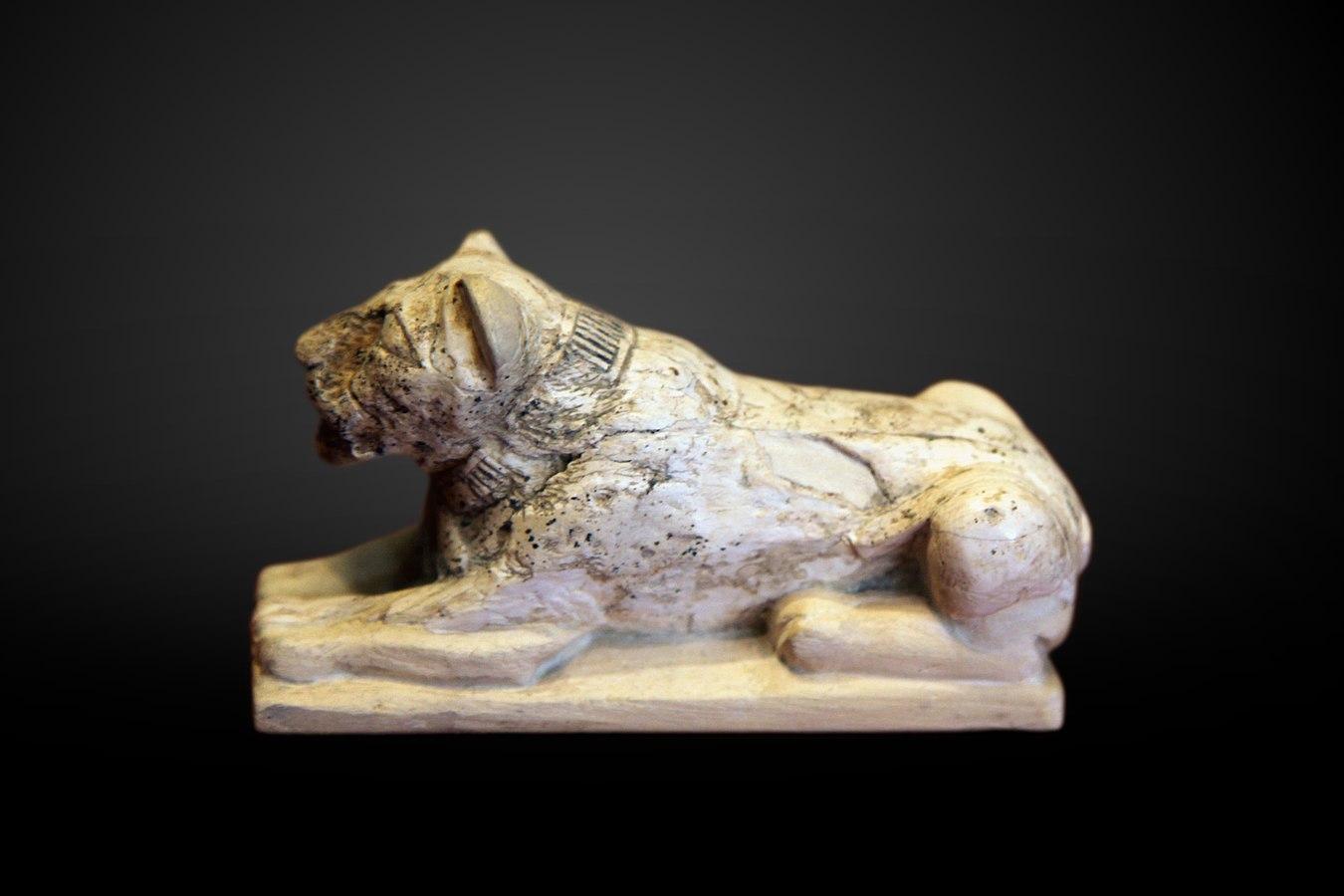 Lion-shaped game counter-E 16670