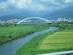 Liwu Bridge across Yilan River in Yilan City.jpg