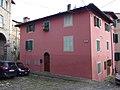 Loro Ciuffenna - Casa con finestre finte.jpg