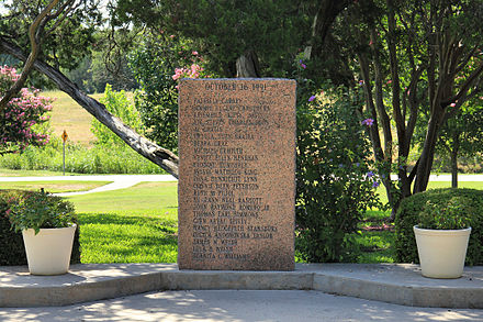 Memorial to those killed in the Luby's Massacre Lubys memorial killeen.jpg