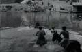 Lumières Dragons traversant la Saône à la nage 1896.png
