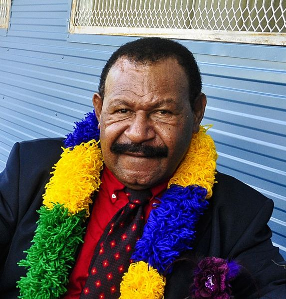 चित्र:Luther Wenge, Governor of Morobe Province, Papua New Guinea.jpg