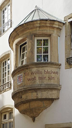 Mir wëlle bleiwe wat mir sinn - Façade of the Monkey's Bar on the Rue de la Loge, Luxembourg, bearing the motto Mir wölle bleiwe wat mir sin