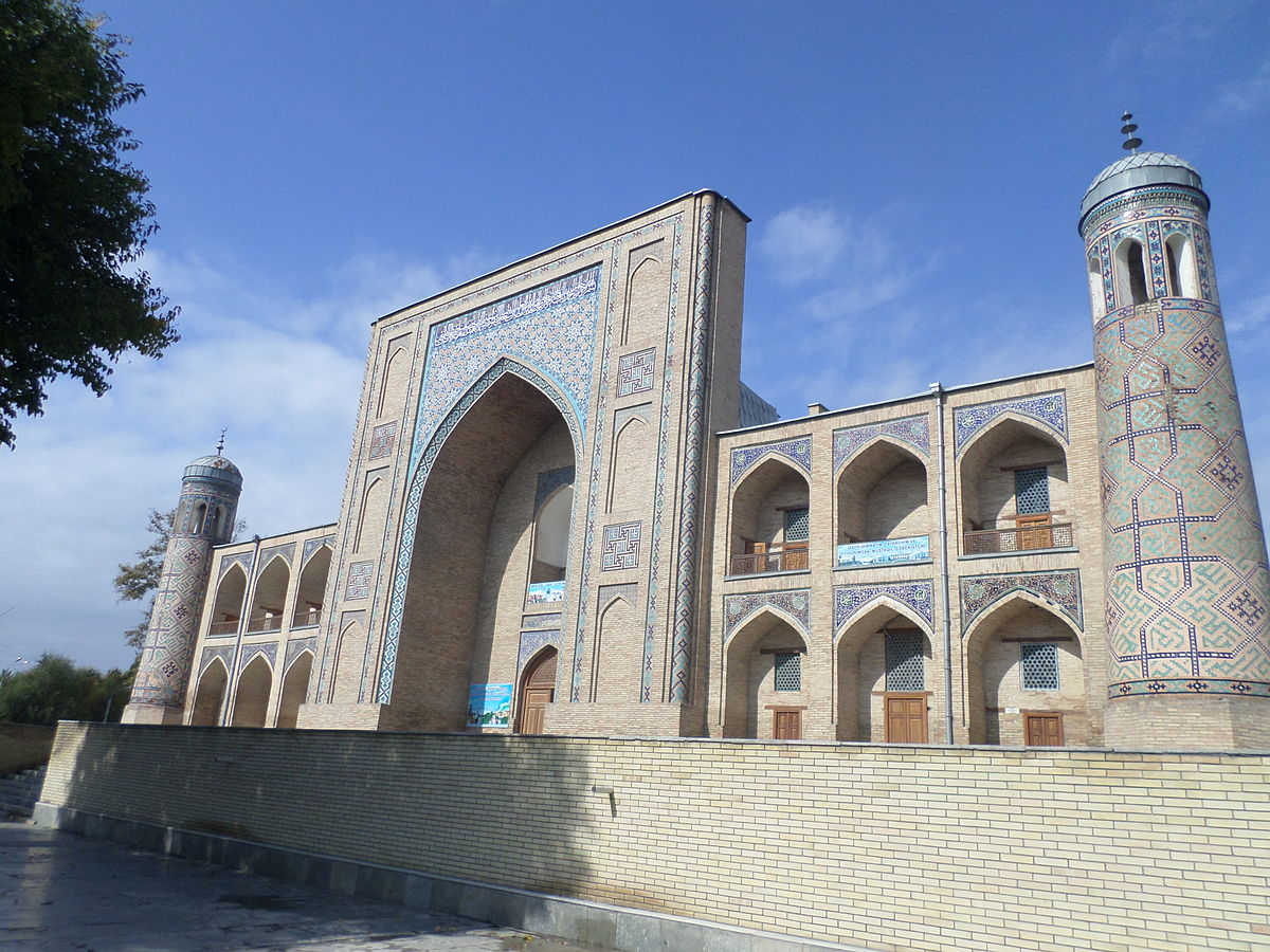 https://upload.wikimedia.org/wikipedia/commons/thumb/9/9d/Madrasah_Kukaldash_%28Tashkent%29_12-07.JPG/1200px-Madrasah_Kukaldash_%28Tashkent%29_12-07.JPG