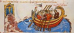 L'éclairage montre un groupe d'hommes dans un bateau.