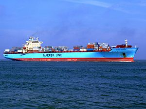 Maersk Greenock p8 approaching Port of Rotterdam, Holland 08-Apr-2007.jpg