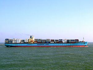 Maersk Mytilini p8 approaching Port of Rotterdam, Holland 01-Apr-2007.jpg