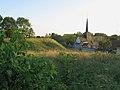 Maisnières église au pied de la motte 1.jpg