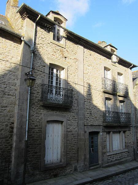 File:Maison historique de Dinan - 5 rue du Coignet.JPG Исторические памятники Динана, достопримечательности Динана, фотографии Динана