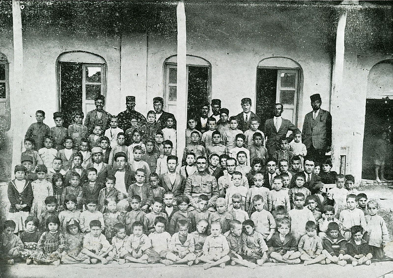 File:Mam's Child School ' AZNA 1910 ازنا - مدرسه کودکان.jpg