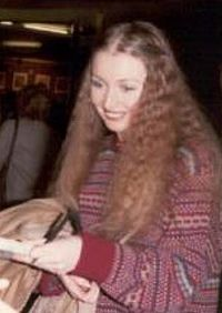 Maryhopkin1980hexagonreading.jpg