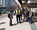 Masarykovo nádraží, informační pracovník při povodních.jpg