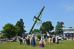 Maypole erection valje 4.jpg
