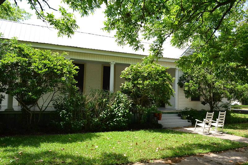 File:Meissner-Pleasants House, Cuero, Texas.JPG