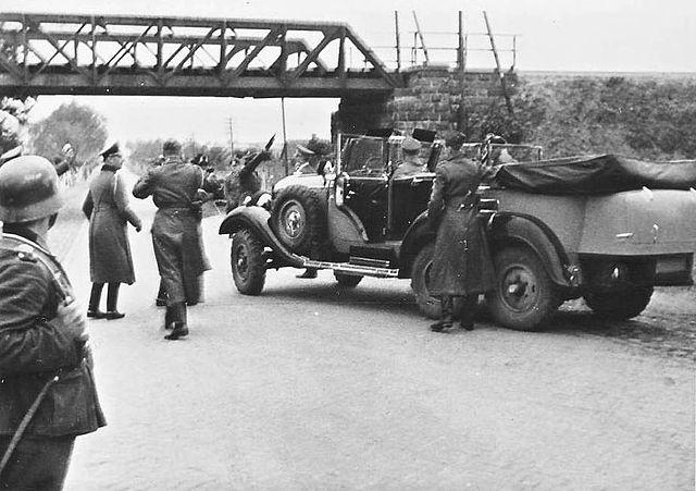 FileMercedes Benz W 31 With Hitler Josef Giersejpg