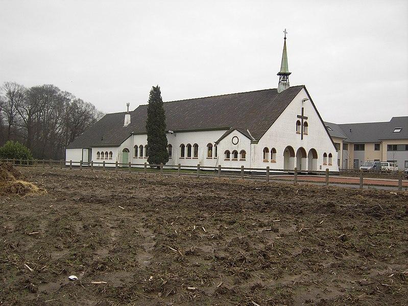 File:Merelbeke - Parochiekerk Kwenenbos.jpg