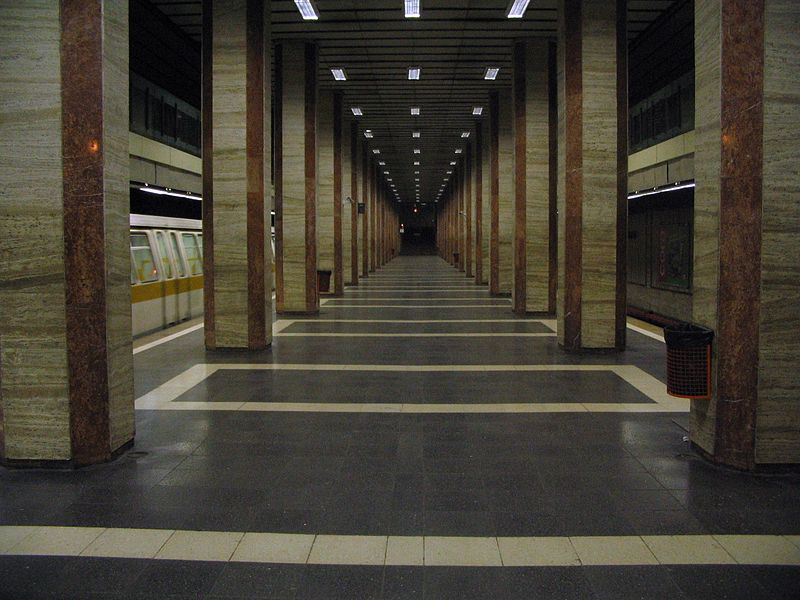 http://upload.wikimedia.org/wikipedia/commons/thumb/9/9d/Metro_republica_bucharest_ro.jpg/800px-Metro_republica_bucharest_ro.jpg