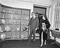 Mevrouw Kennedy bezoekt Costuummuseum te Den Haag, Bestanddeelnr 913-5652.jpg