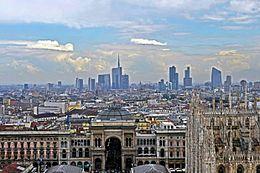 I grattacieli di Porta Nuova a Milano, sulla destra il Palazzo Lombardia, sede amministrativa della regione